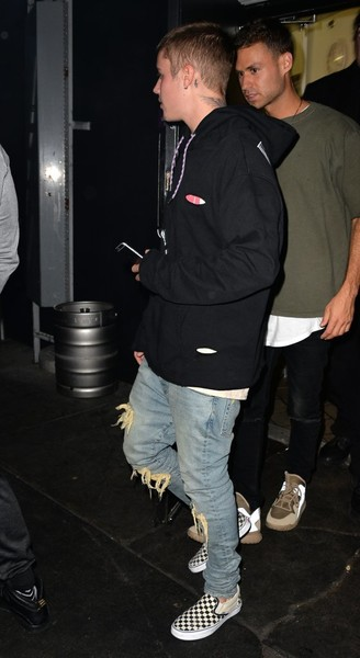 Justin Bieber sealed off his look with a pair of checkered slip-ons by Vans.