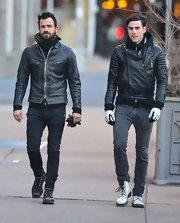 Justin Theroux is known for his edgy 'bad boy' look, and the actor certainly proved he can dress the part with this distressed motorcycle jacket.