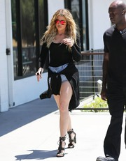 Khloe Kardashian finished off her foxy look with edgy-sexy cross-strap sandals.