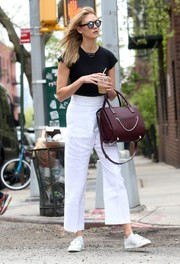 Karlie Kloss accessorized with a burgundy leather tote for a subtle pop of color to her monochrome look.