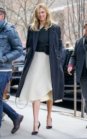 Karlie Kloss grabbed lunch in New York City looking elegant in a navy wool coat layered over a monochrome dress.