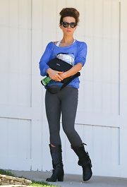 Kate Beckinsale chose a pair of gray workout leggings for her stylish but casual look while visiting a friend in LA.