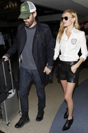 Kate Bosworth teamed her shirt with a pair of edgy-cute black leather shorts.