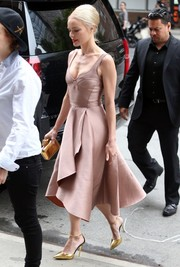 Kate Bosworth was spotted outside her NYC hotel wearing a swoon-worthy mauve corset dress by Jason Wu.