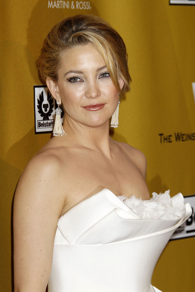 Kate Hudson Dangling Pearl Earrings