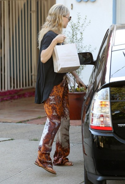 More Pics of Kate Hudson Print Pants (4 of 23) - Kate Hudson Lookbook - StyleBistro []