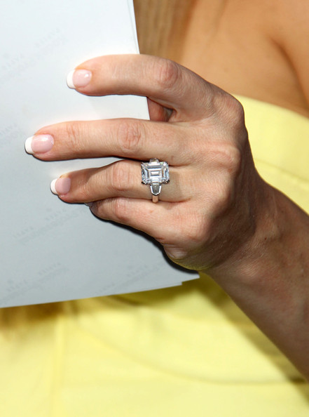 Kate Hudson French Manicure []