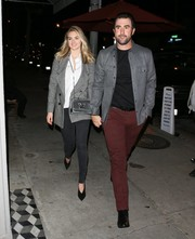 Kate Upton enjoyed a date night wearing a double-breasted gray blazer and skinny jeans.