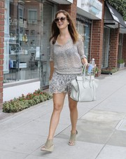 Kate Walsh sealed off her airy ensemble with a pair of taupe wedges.