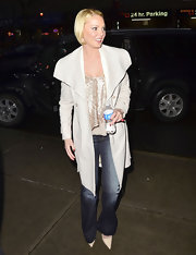Katherine Heigl gave a slight '70s vibe to her street wear in flared Love Story jeans.