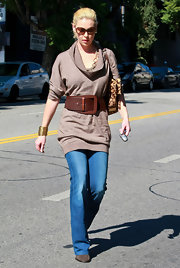 Katherine wore a loose turtleneck sweater with an oversized belt while out for lunch.