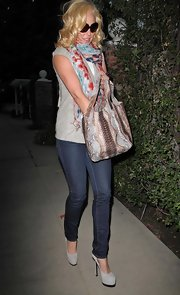 Actress Katherine Heigl wore a pair of 912 pencil leg jeans in Ink while out running errands.