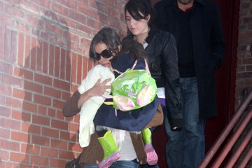 Katie Holmes Isabella Kidman-Cruise Katie Holmes And Daughter Suri Leaving The Joyce Theatre