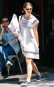 Katie Holmes wore this relaxed-fit peasant-style frock with blue trim.