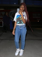 Keke Palmer teamed her T-shirt with classic blue jeans.