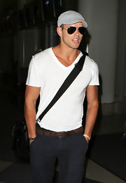 Kellan returned to the sunny So-Cal weather sporting classic Aviator sunglasses.