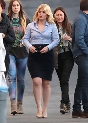 Kelly Clarkson looked chic and professional on the set of her new music video when she sported this lavender button down.