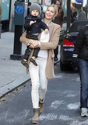 Kelly Rutherford was a preppy sophisticate on the 'Gossip Girl' set in skinny cropped khaki pants.