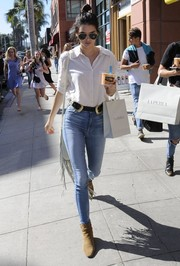 Kendall Jenner showed off her shapely hips and lean legs in a pair of high-waisted skinny jeans by AG.