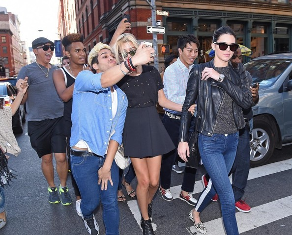 More Pics of Hailey Bieber T-Shirt (1 of 12) - Tops Lookbook - StyleBistro [eyewear,footwear,sunglasses,fashion,snapshot,street fashion,denim,jeans,shoe,textile,kendall jenner,hailey baldwin,head,texting,silence,friendship,mercer kitchen,new york city,lunch,events,kendall jenner,harry styles,hailey rhode bieber,the mercer kitchen,socialite,friendship,photograph,lunch]