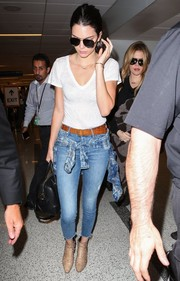 Kendall Jenner tried to blend in with the LAX crowd in a simple Rails V-neck tee and a pair of skinny jeans.