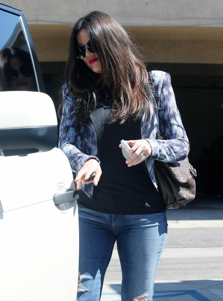 More Pics of Khloe Kardashian Ripped Jeans (1 of 13) - Ripped Jeans Lookbook - StyleBistro
