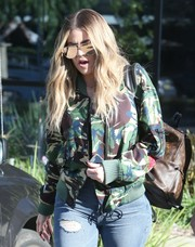 Khloe Kardashian blocked the rays with a pair of mirrored gold aviators.