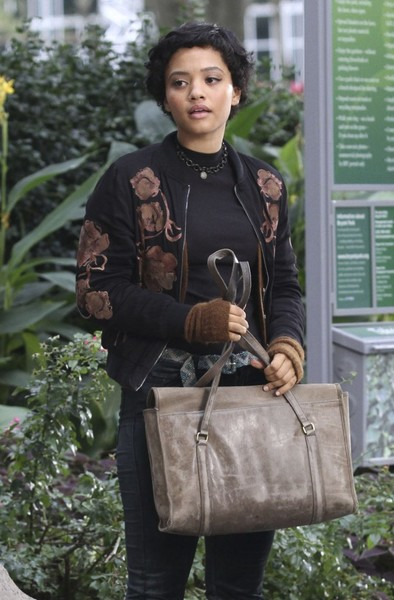Kiersey Clemons Leather Messenger Bag []