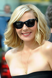 """Kim looked super hip and retro in her wayfarer sunglasses while filming """"Sex and the City 2"""""""