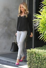 Kristin dressed up a pair of ripped skinny jeans by choosing a soft gray color.