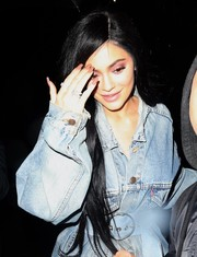 Kylie Jenner sported a neutral mani while enjoying a night out in New York City.
