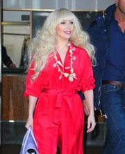 Lady Gaga gave her outfit some tropical flavor with a shell necklace.