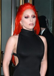 Lady Gaga completed her theatrical look with glittery pink eyeshadow.