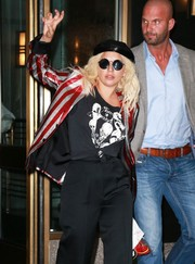 Lady Gaga matched her hat with a pair of round shades by Le Specs.