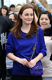 Leighton paired her blue long sleeve dress with a chain strap suede shoulder bag.