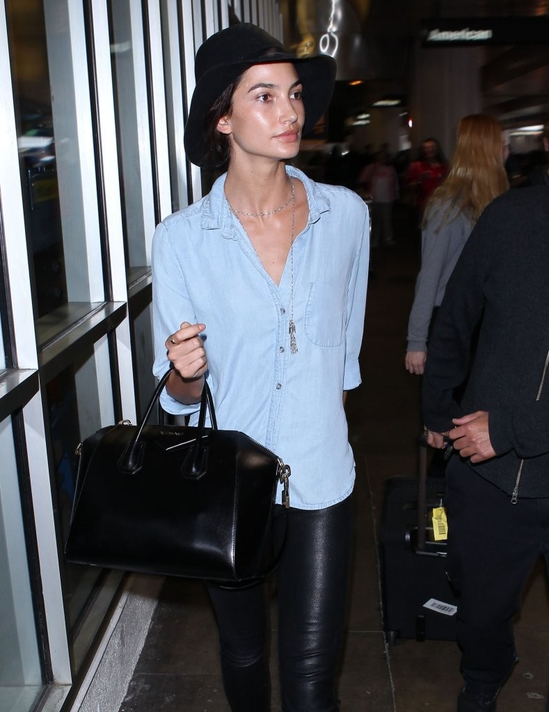 Lily Aldridge Arriving On A Flight At LAX