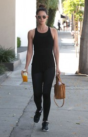 Lily Aldridge hit the gym wearing a black tank top and a pair of leggings.
