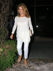 Lori chose a crisp white top to pair with her white pants for an airy summery look.
