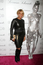 Mary J. Blige added an exotic tough to her leather dress with a snakeskin clutch. Knee high boots complete the look.