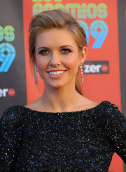 Audrina shows off her elegant diamond earrings at the Latin MTV awards.