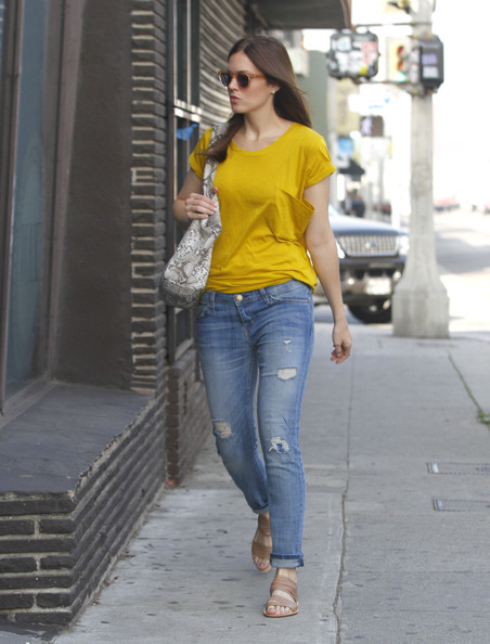 More Pics of Mandy Moore Flat Sandals (1 of 14) - Flat Sandals Lookbook - StyleBistro