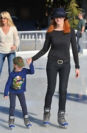 Marcia Cross looked fabulous in her all black ensemble and cozy navy fedora while ice skating with her daughter.