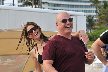 Maria Menounos Michael Chiklis Michael Chiklis And Maria Menounos Play Beach Football In Miami