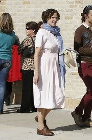 Jennifer Garner took a break on the set of 'The Dallas Buyers Club' wearing a pair of brown leather oxfords.