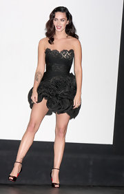 "Megan Fox flashed serious leg at the premiere of ""Jennifer's Body"" in a black strapless lacy dress with a full ruffled skirt."