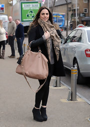 Melanie Chisholm accented her look with an oversize beige leather tote with a tassel detail.