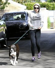 Miley Cyrus paired her sweater with plain black leggings.