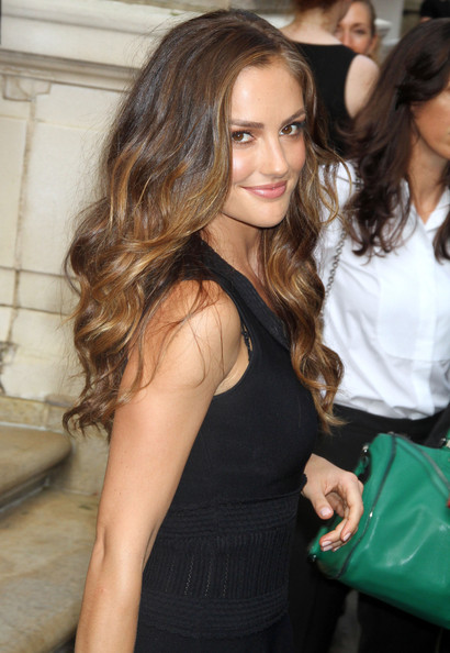 Minka Kelly Long Wavy Cut []