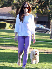 Minka Kelly sported a long cotton tee while walking through an LA dog park with her pooch Chewy.