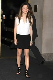 Miranda rocked a simple and chic black mini skirt while making an appearance in NYC.